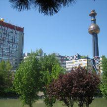 Hundertwasser_Architektur_Fernw_rme_Wien